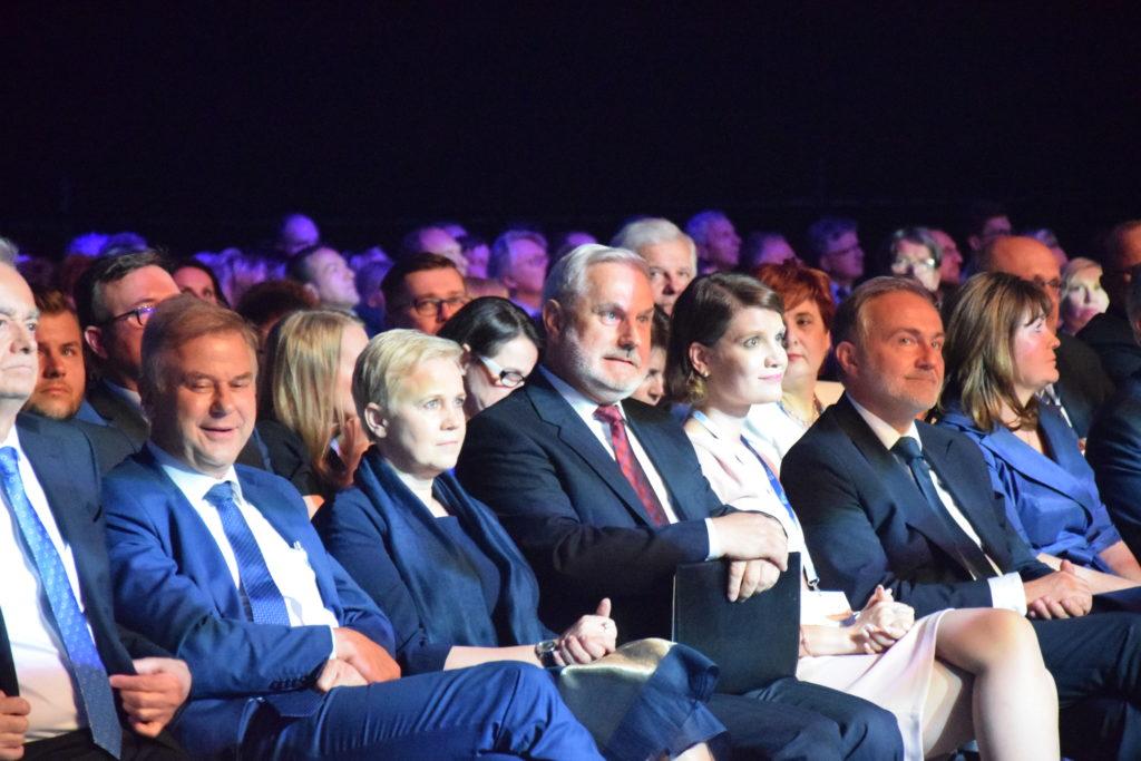 od lewej: Zbigniew Canowiecki, Maciej Chorowski, Beata Daszyńska-Muzyczka, Waldemar Kamrat, Katarzyna Gruszecka-Spychała, Wojciech Szczurek, Małgorzata Zwiercan.
