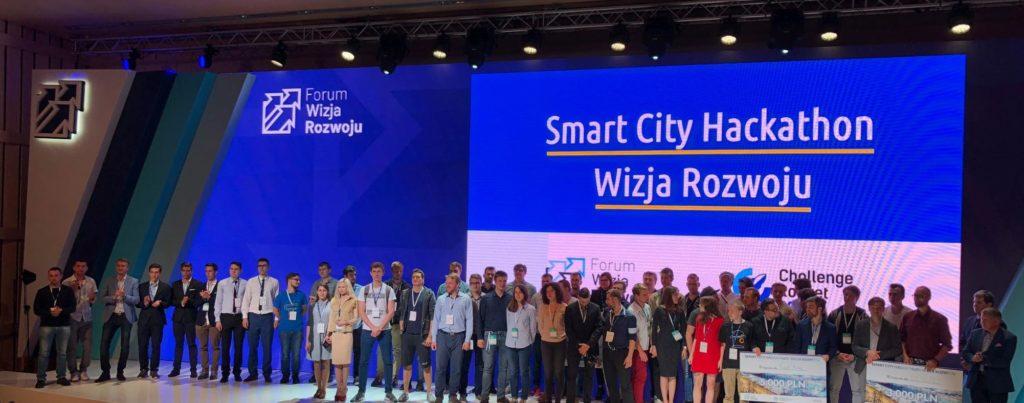 Uczestnicy Smart City Hackathon