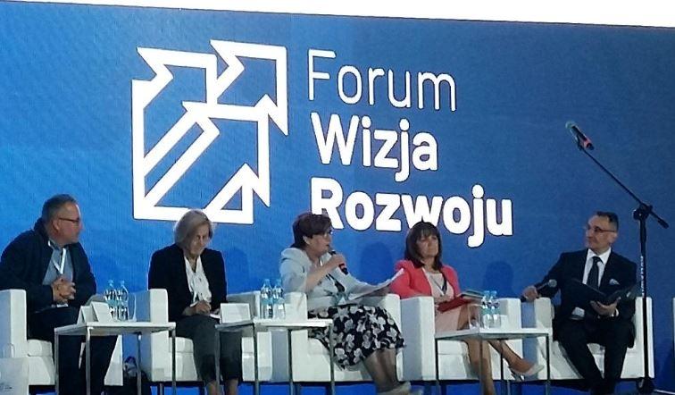 od lewej: Piotr Szukalski, Józefa Hrynkiewicz, Krystyna Wróblewska,Małgorzata Zwiercan, Adrian Stankowski